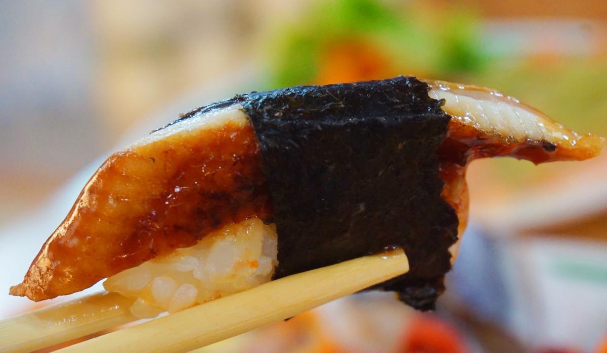 ซูชิหน้าปลาไหลย่าง