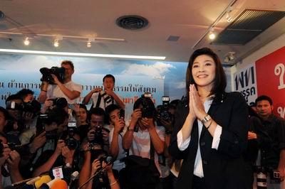 นายกหญิงคนแรกของไทย นายกรัฐมนตรีหญิงคนแรกของไทย นายกคนที่ 28 ประวัติยิ่งลักษณ์ ชินวัตร และสามี