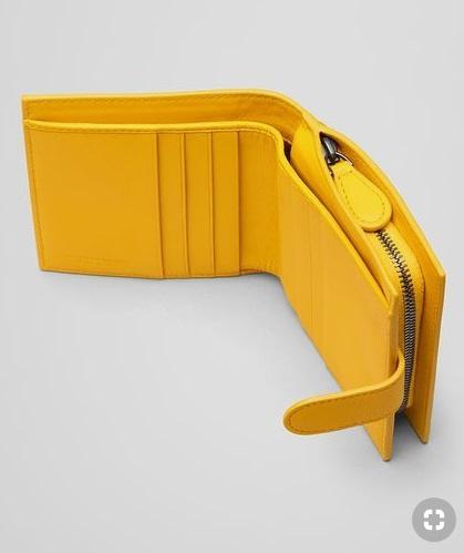 กระเป๋าเงินสีเหลือง